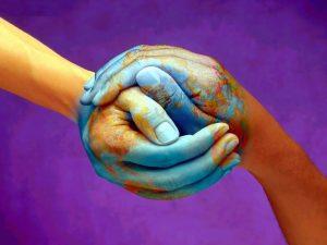 mani mondo che si stringono